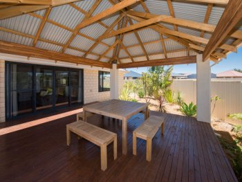 Freestanding alfresco with timber deck
